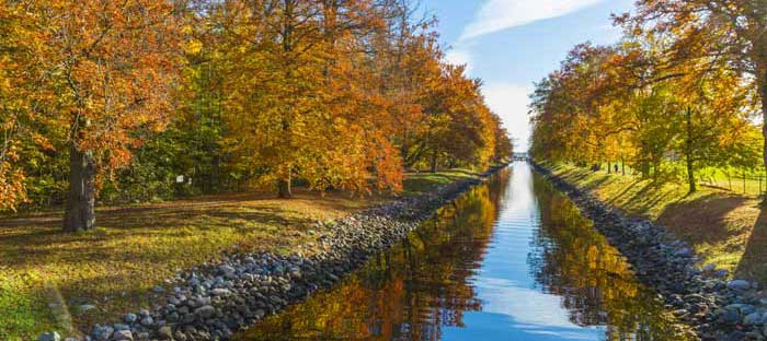 Fall is a wonderful time to enjoy shopping, dining, and the wonderful sights in Levittown, Bucks County PA